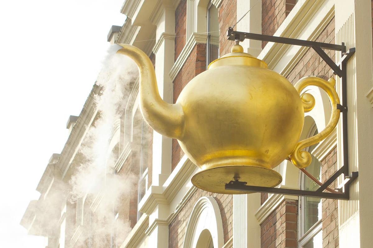 Faller Golden Teapot, Derry/ Londonderry Heritage, historical, 18ct yellow gold, pendant, landmark